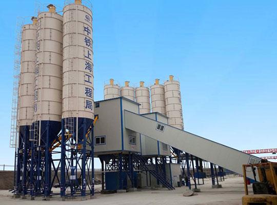 Una Planta De Concreto De Capacidad De 180m3/h