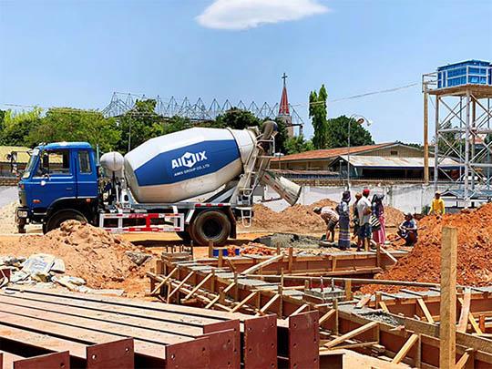 AIMIX Camión Trompo De Concreto Trabaja En Myanmar