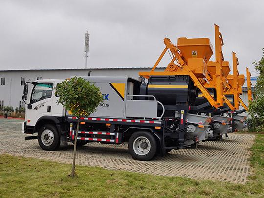 Máquina De Bombeo De Concreto Con Hormigonera Sobre Un Camión